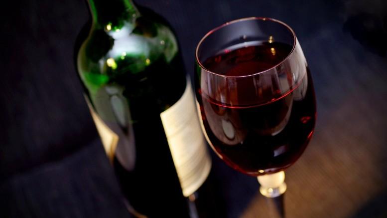 bouteille de vin, verre de vin, coffret vin, caisse vin